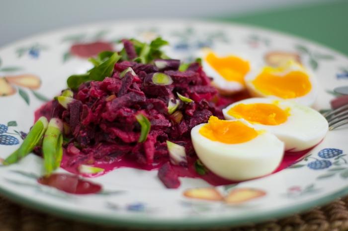 Nyers céklasaláta, harmonikus ízekkel és sok hasznos fito-nutrienssel